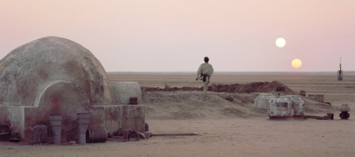 Luke Skywalker watches the two suns of Tatooine set
